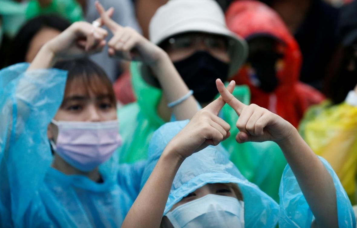 زبان جدید تظاهرات تایلند: اشاره دست ها (