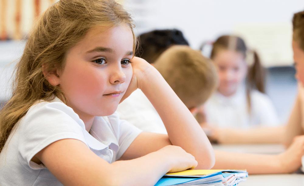 3 علت که نباید به بچه ها در حل تکالیف یاری کرد