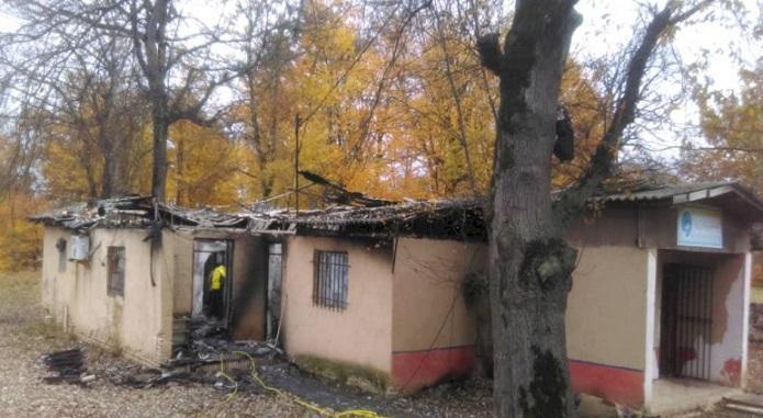 آتش سوزی به بخشی از ساختمان کارگاهی پایگاه میراث جهانی باغ عباس آباد آسیب رسانده است