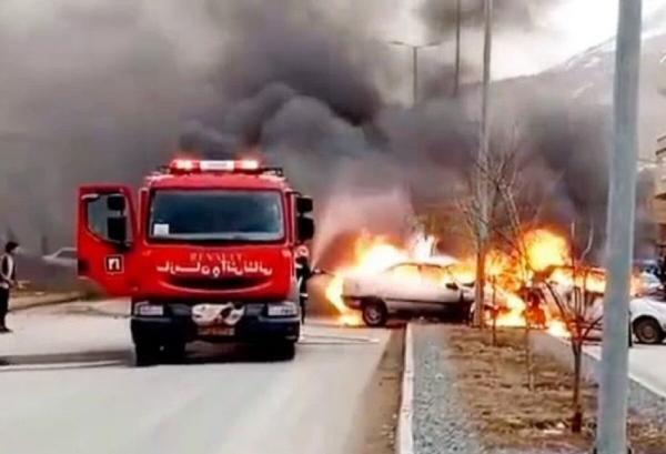 سرعت زیاد باعث آتش سوزی 2 خودرو در بانه شد