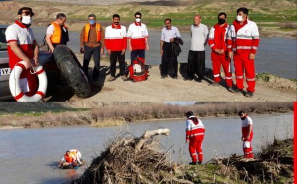 نجات 2 فرد گرفتار شده در رودخانه سیمره