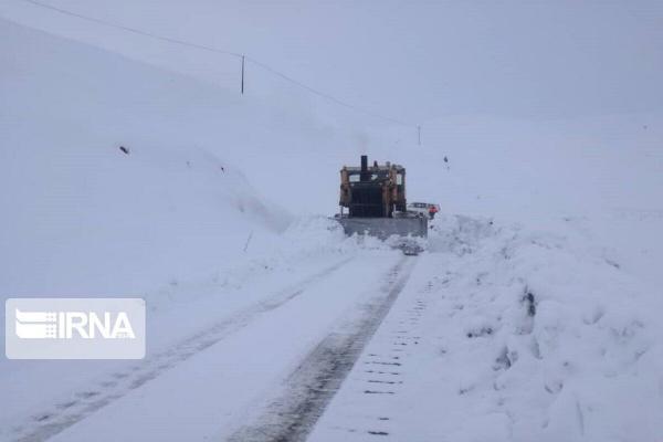 خبرنگاران برف جاده های روستایی خوشاب را در خراسان رضوی بست