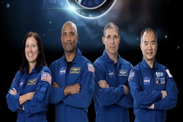 آب و هوای نامناسب بازگشت فضانوردان را به تاخیر انداخت