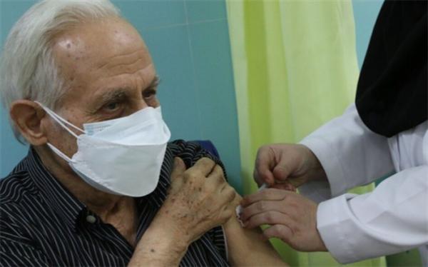 سالمندان گرفتار در پیچ وخم تزریق واکسن