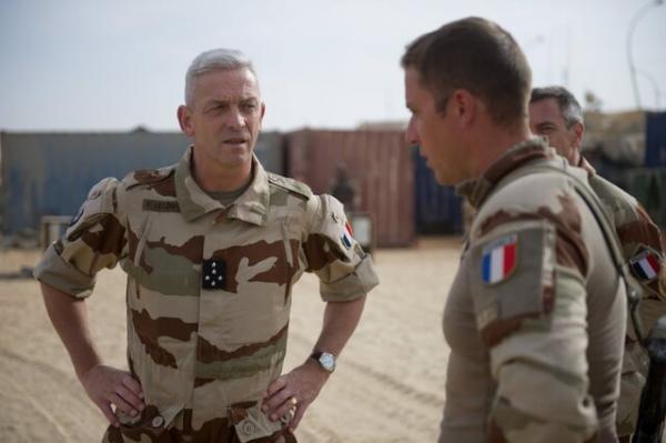 رئیس ارتش فرانسه: هر کس می خواهد کار سیاسی کند از ارتش برود