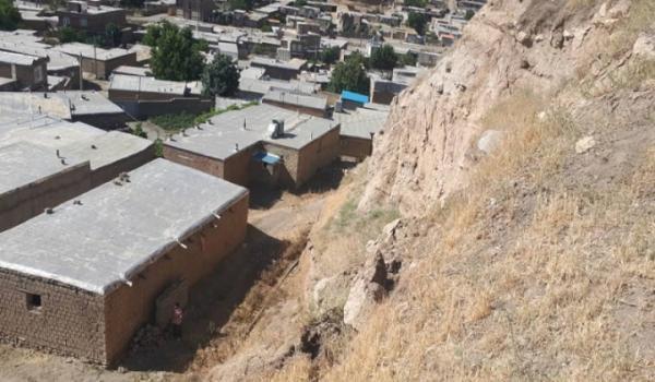 ریزش بخشی از تپه تاریخی جلدیان پیرانشهر در پی وقوع زلزله