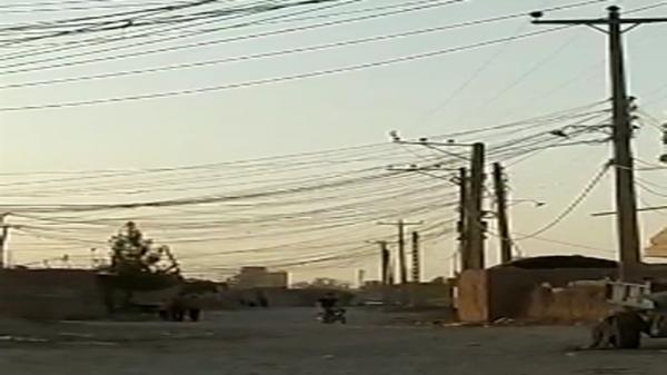 وضع عجیب و غریب سیم کشی کابل برق در روستای الله آباد